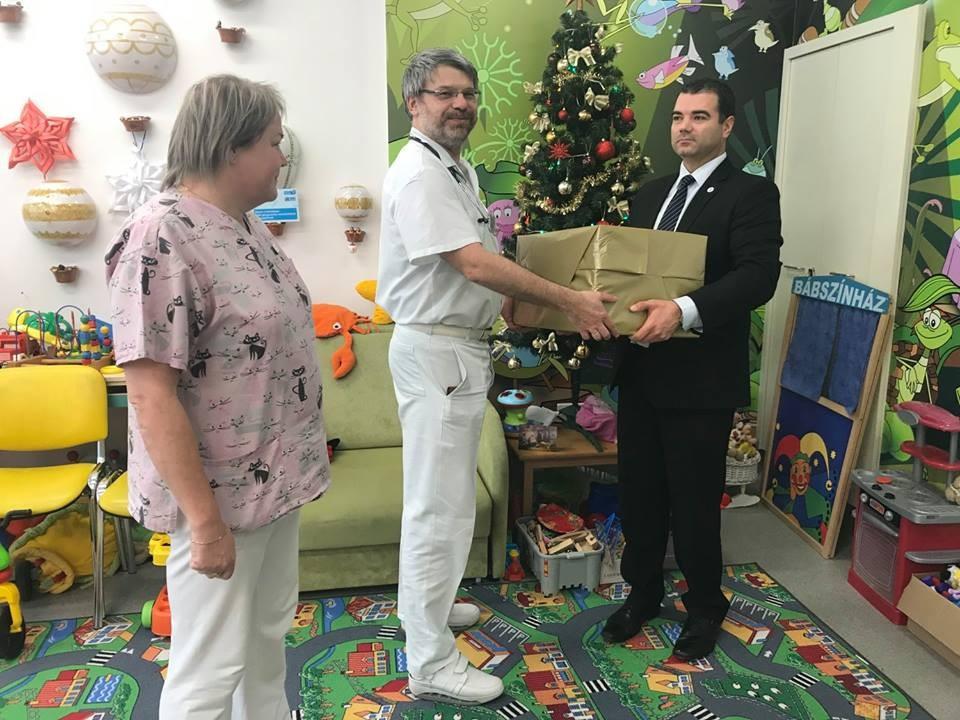 Újabb játékokkal gazdagodott a Bács-Kiskun Megyei Kórház játszószobája