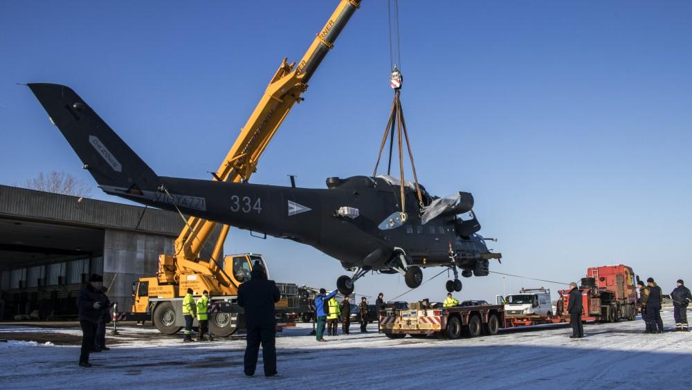 Újabb harci helikopterek tértek vissza