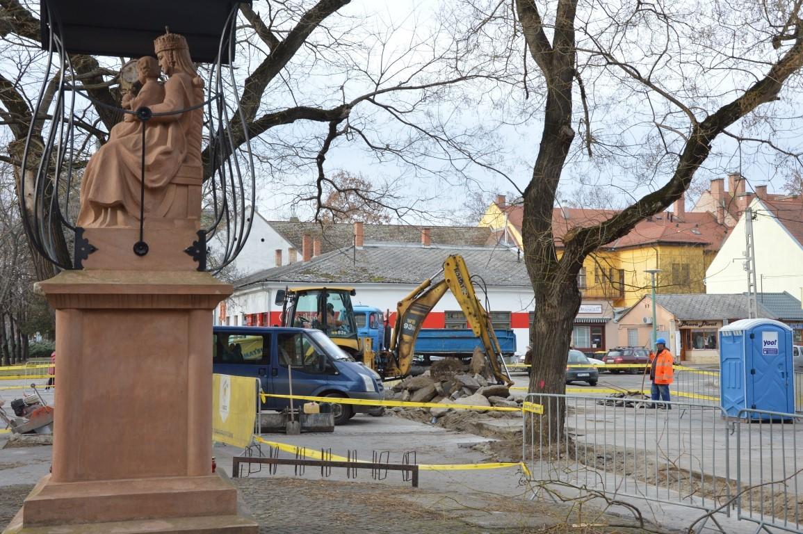 Megkezdődött Kiskunfélegyházán a Béke tér felújítása