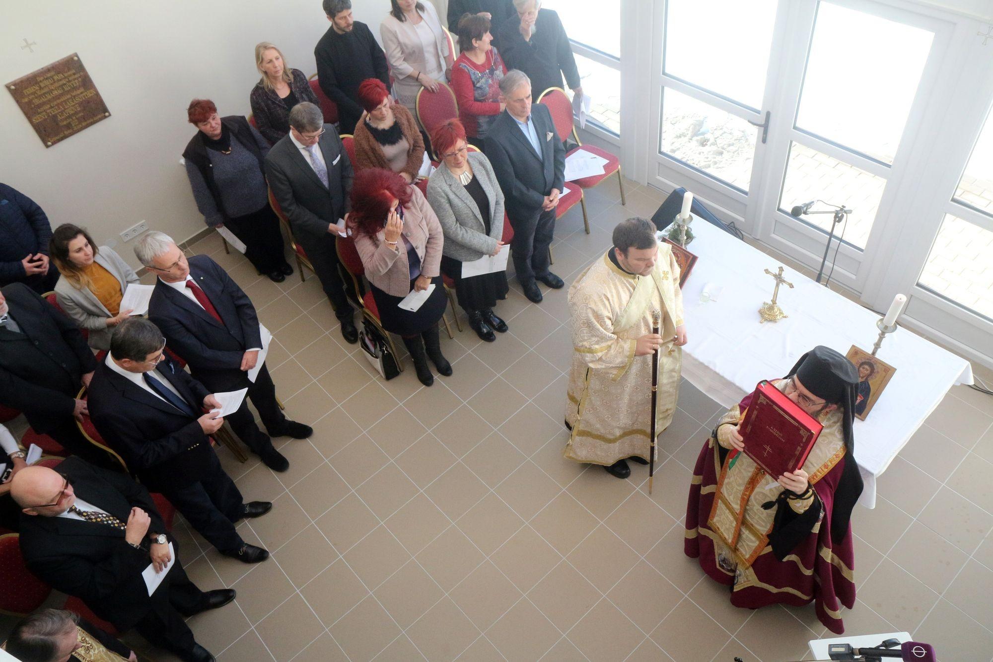 Átadták a felújított solti református templomot