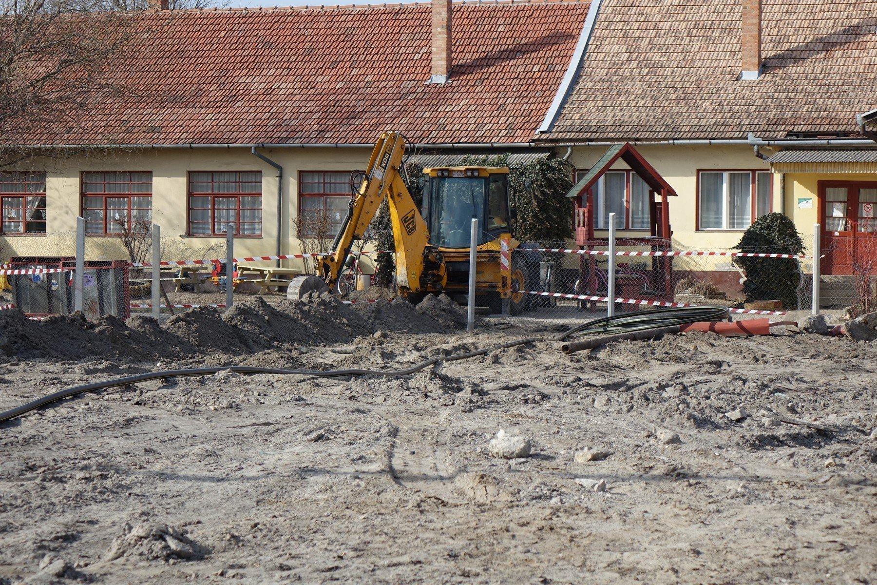 Óvodaudvaron találtak világháborús aknákat Kiskunmajsán