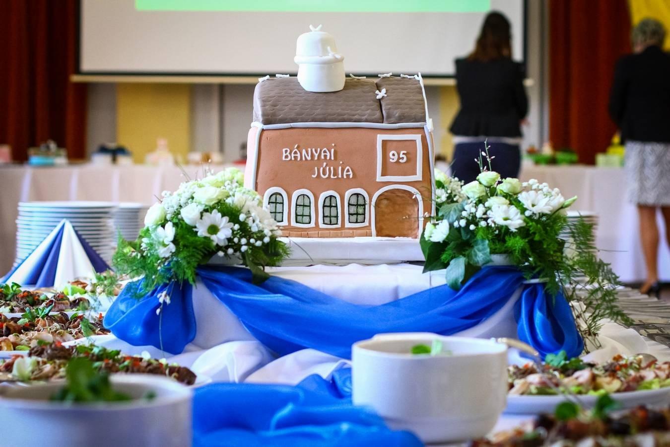 95 éves a bajai Bányai iskola