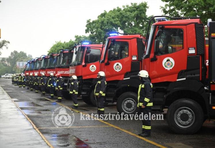 Újabb nagy szállítókapacitású tűzoltó vízszállító érkezett Bács-Kiskun megyébe