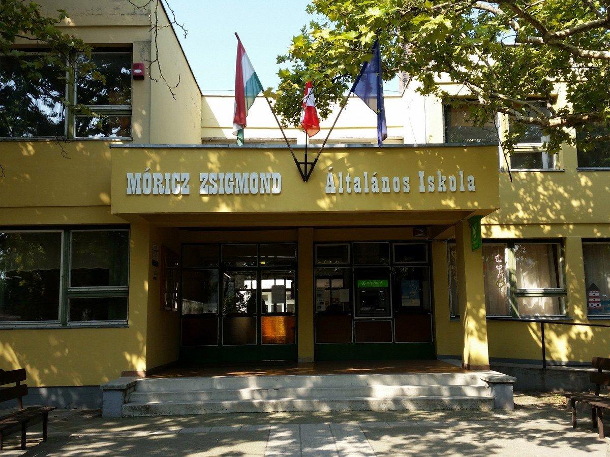 Napelemes rendszerrel újul meg Hetényegyháza iskolája