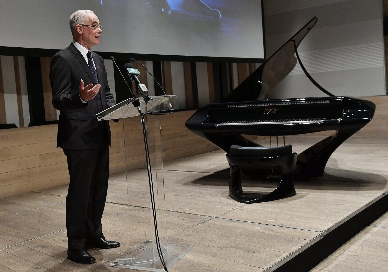 Pécs kapja a legnagyobb Bogányi-zongorát