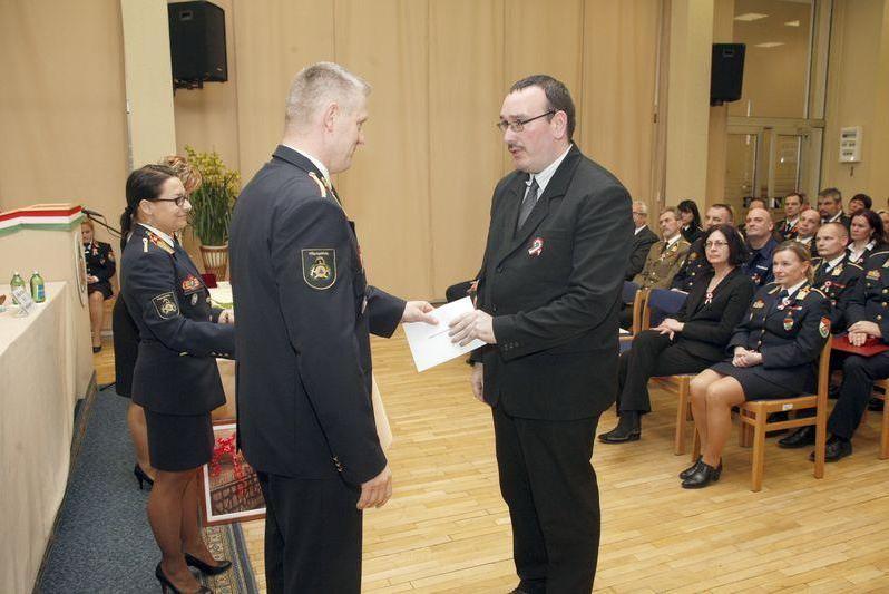 Tanácsosi címet kapott a katasztrófavédelem közalkalmazottja