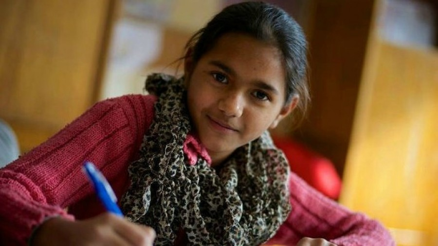 Kétmilliárdos program indul a roma lányok korai iskolaelhagyásának megelőzésére
