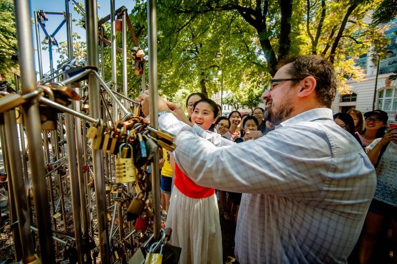 Az első kínai nyári egyetemnek állítottak emléket Pécsett