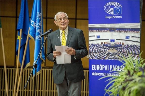 Európai polgári díjat kapott a PTE címzetes tanára