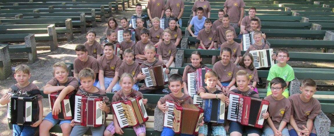 Pécsett koncerteznek a mohácsi harmonikatábor résztvevői