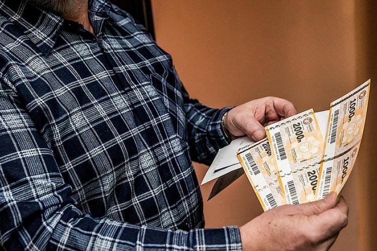 2,7 millió nyugdíjas kapja meg még karácsony előtt névre szóló borítékban az Erzsébet-utalványokat