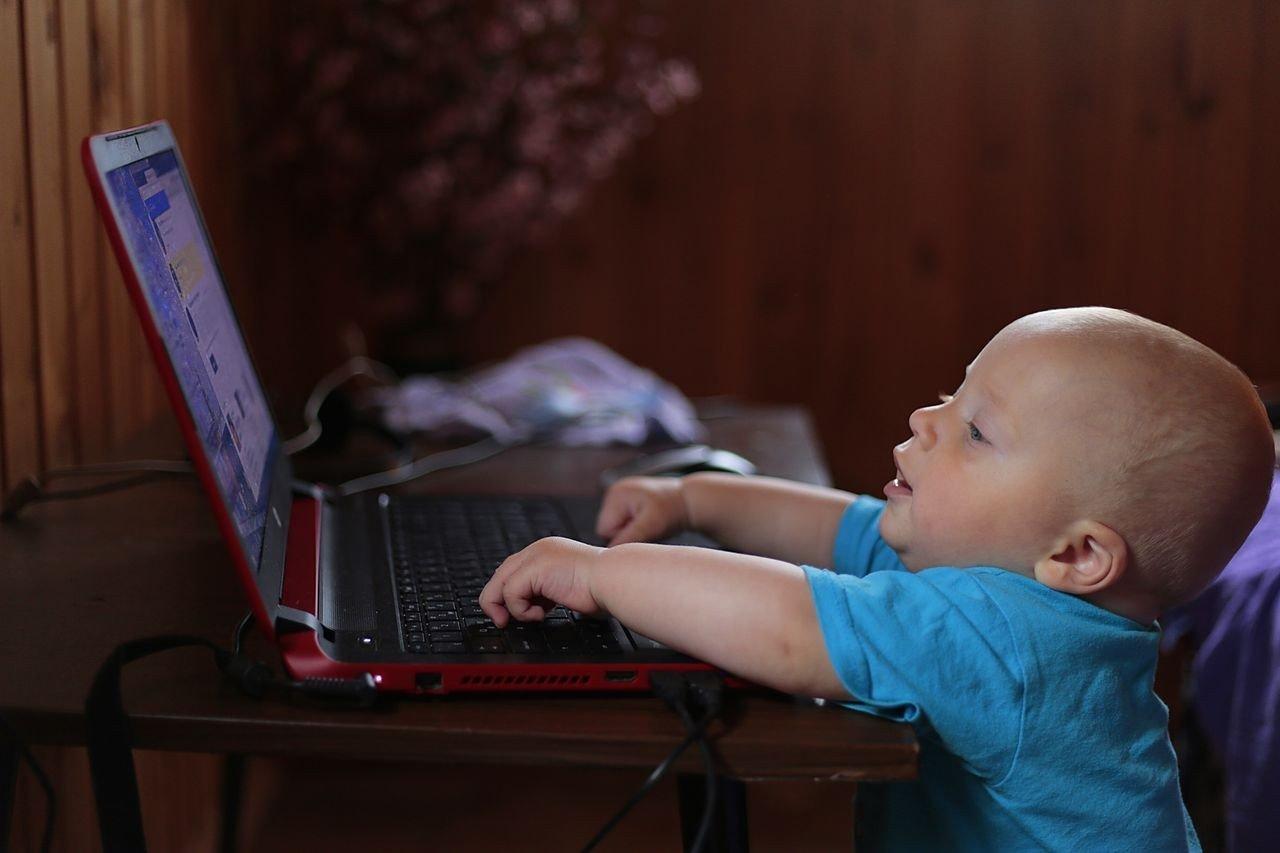 Digitális jólét program: az internetes gyermekvédelem közös ügy és felelősség