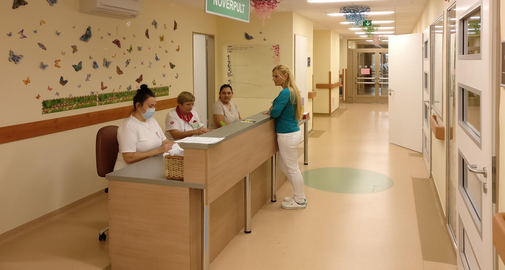 Az új, betegőrző monitorral fájdalommentesen vizsgálhatják a gyerekeket a Mohácsi Kórházban