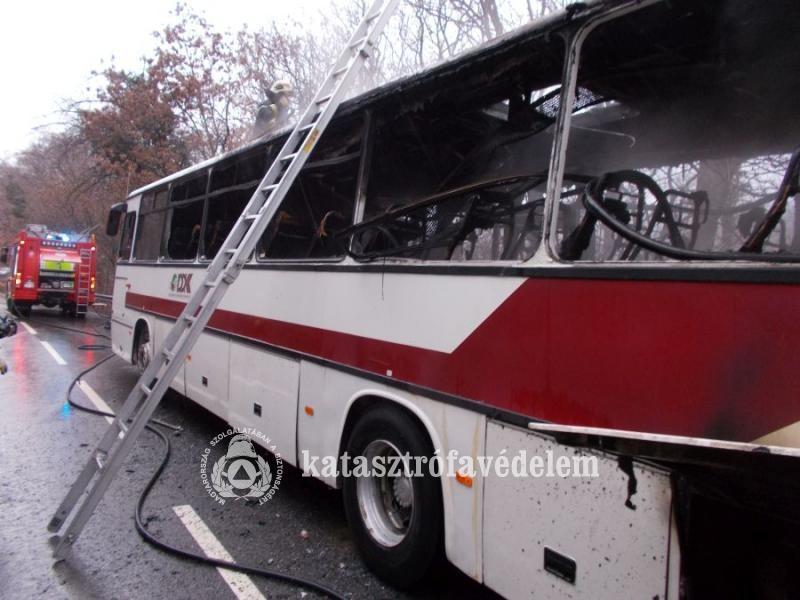 Teljesen kiégett egy menetrendszerinti busz Pécsett
