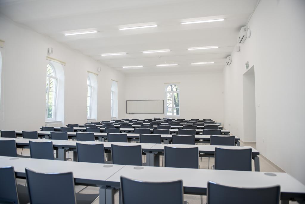 Átadták a PTE nemzetközi oktatási központjának felújított épületét