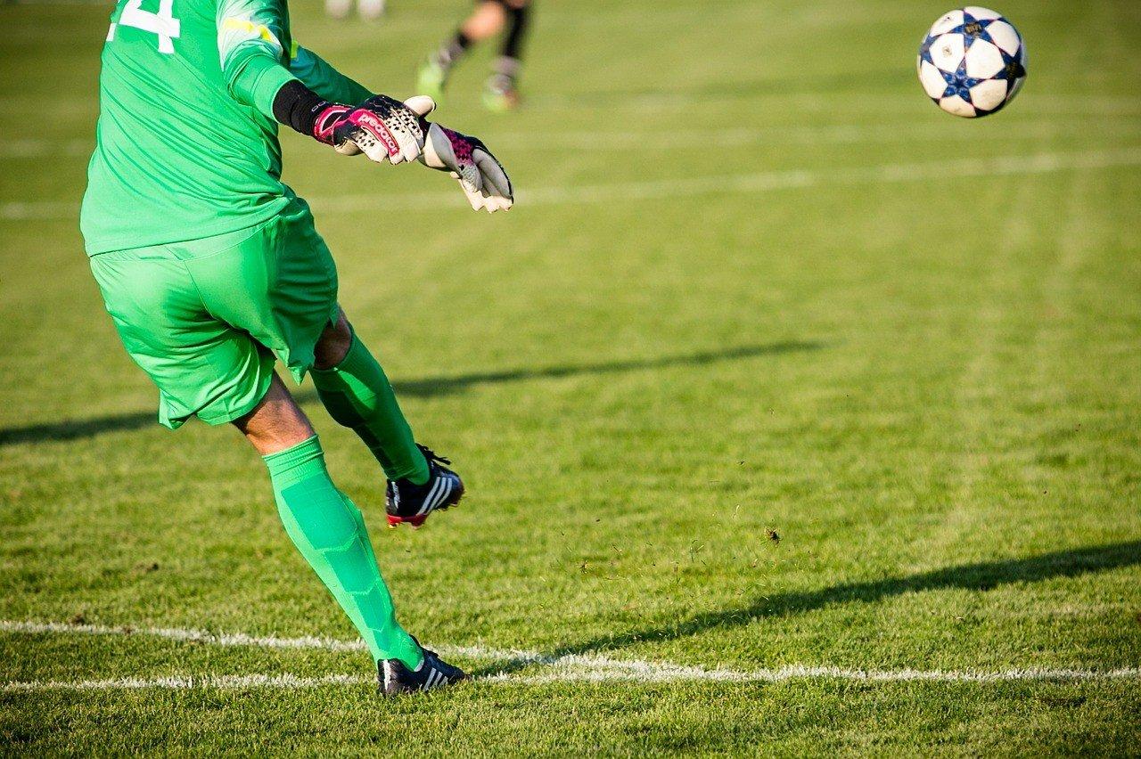 Rendbontás miatt emeltek vádat tizenöt pécsi futballszurkoló ellen