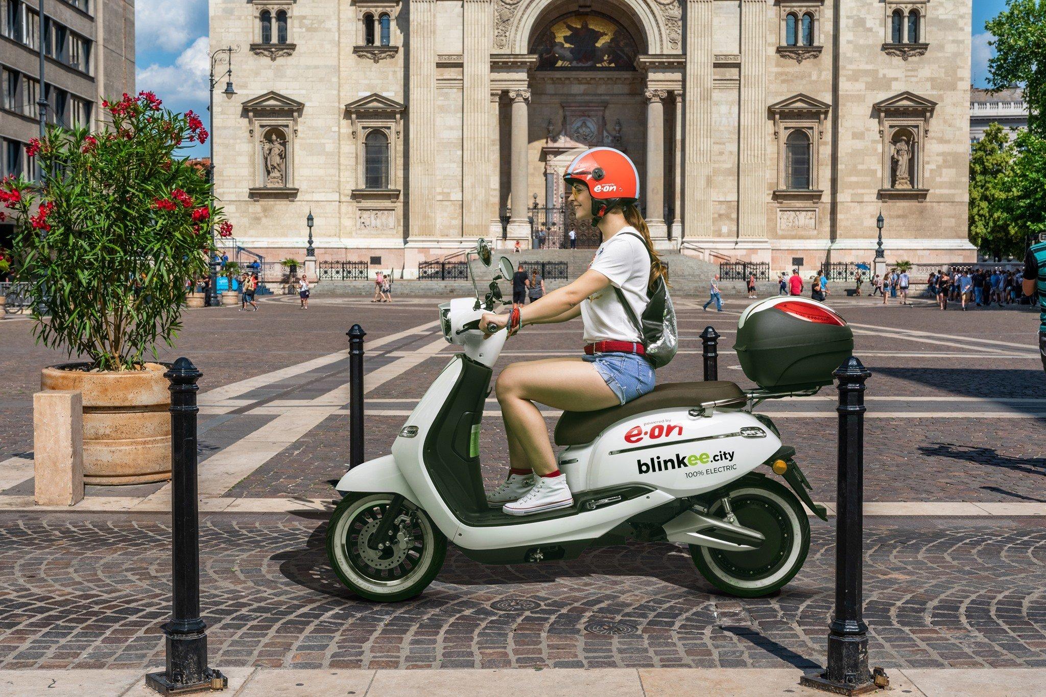 Pécsen is elindította közösségi robogómegosztó szolgáltatását a Blinkee.city