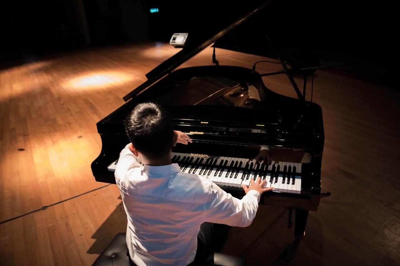 A Carmina Burana, filmzenék és világhírű zongorista koncertje is hallható lesz apécsi Zeneszüret fesztiválon