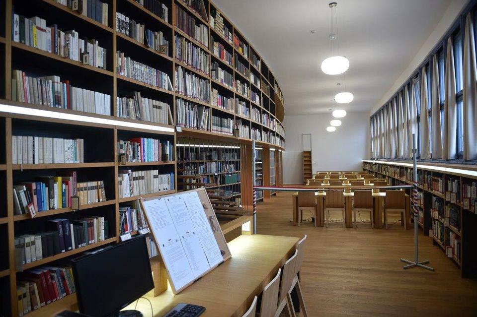 Átadták a székesfehérvári Ciszterci Szent István Gimnázium felújított könyvtárát