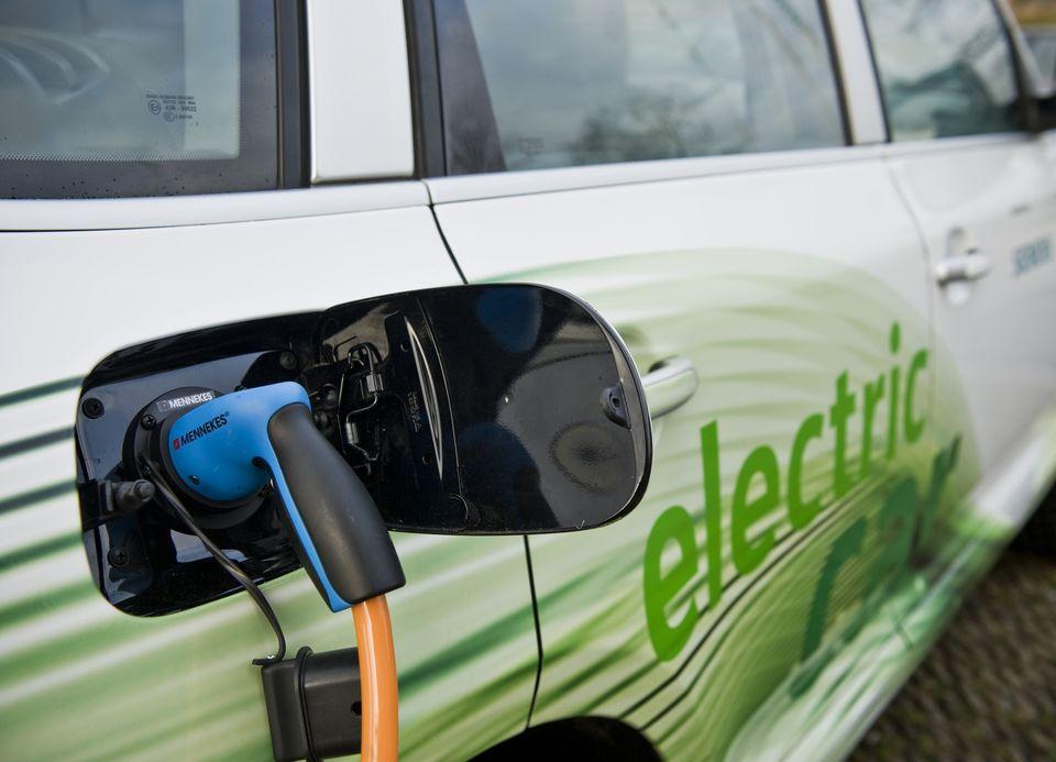 Elektromobilitás Zöld Nap a Dunaújvárosi Főiskolán