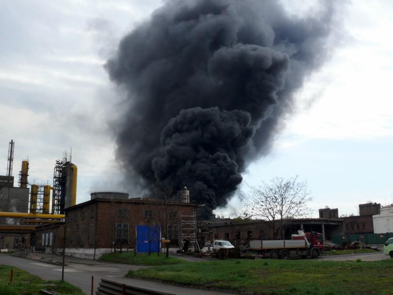 Bontás közben keletkezett tűz a Dunaferrben