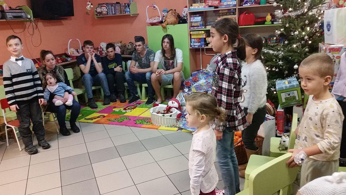 Karácsonyi ünnepség a kórház gyermekosztályán