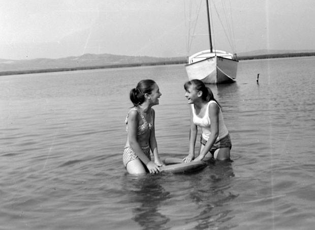 Így pancsoltak régen a Velencei-tóban