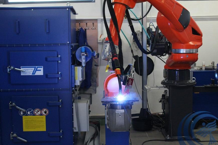 Új ívhegesztő robottal gazdagodott a Dunaújvárosi Egyetem