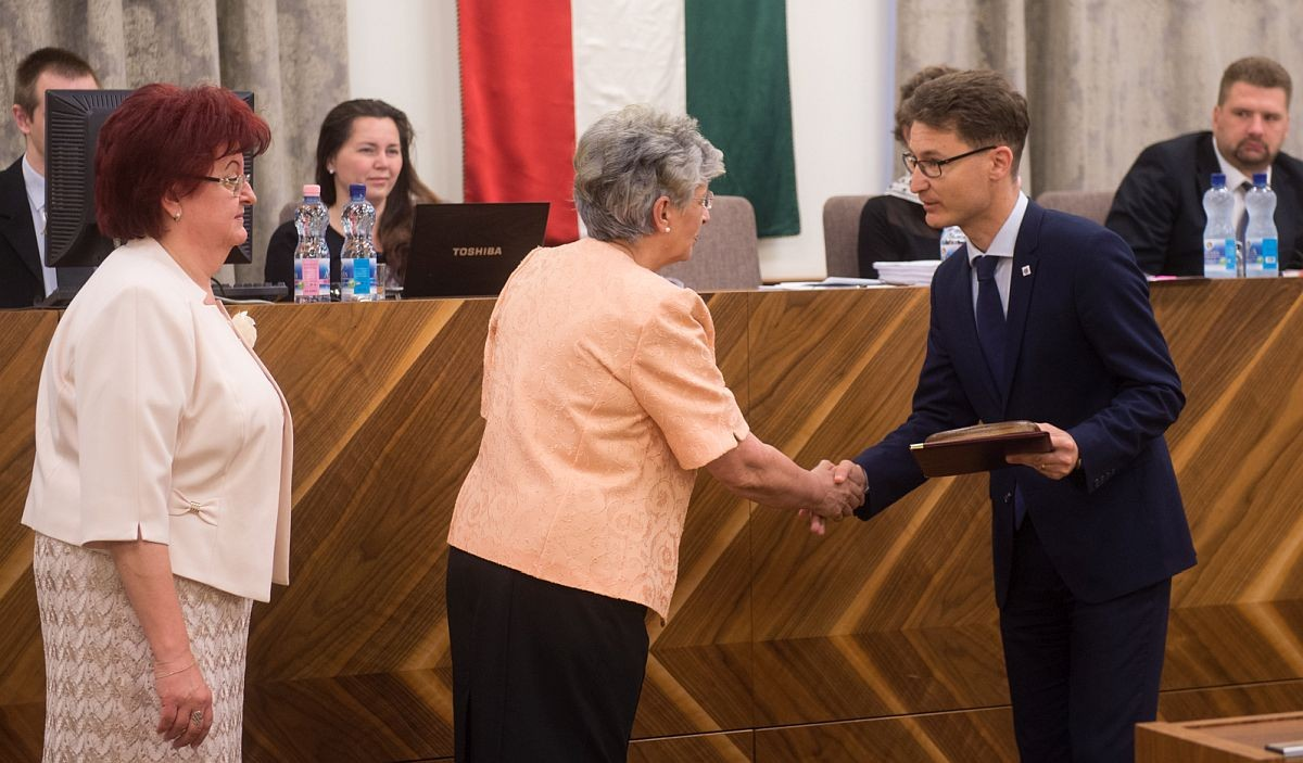 Eötvös József-emlékplakett kitüntetésben részesült Székesfehérvár