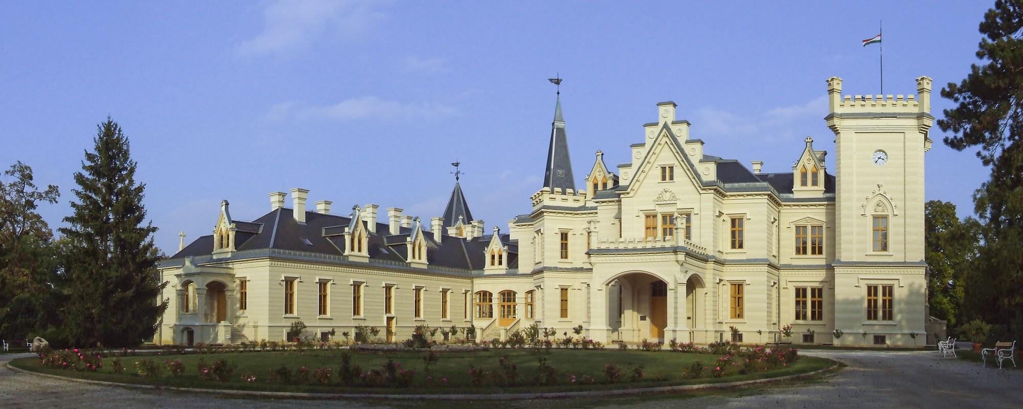 Jól halad a nemzeti kastély- és várprogram