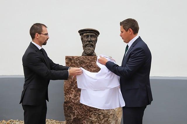 Kálvin-szobrot avattak Sukorón
