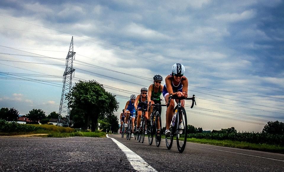Bicikliverseny miatt zárnak le több utat vasárnap Fejérben
