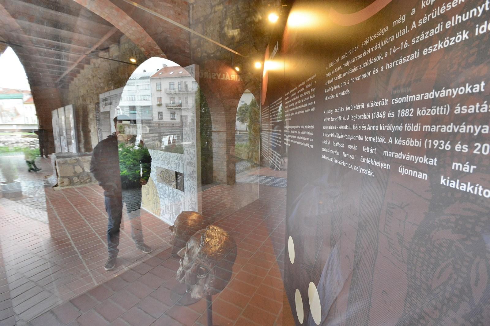 Kiállítás nyílt a székesfehérvári koronázó bazilikáról