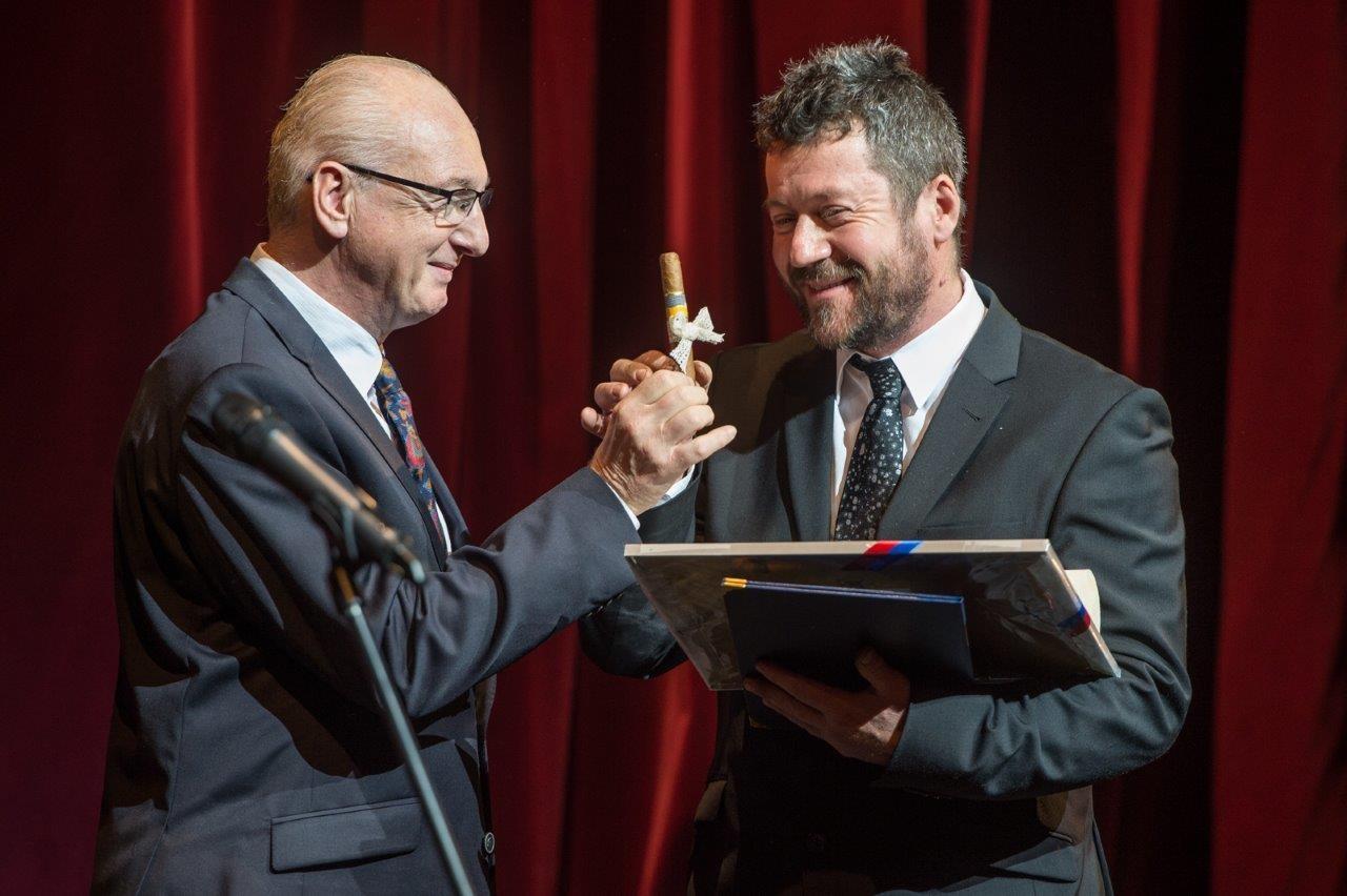 Elkezdődött az új évad a Vörösmarty Színházban: átadták a Pro Theatro-díjat is