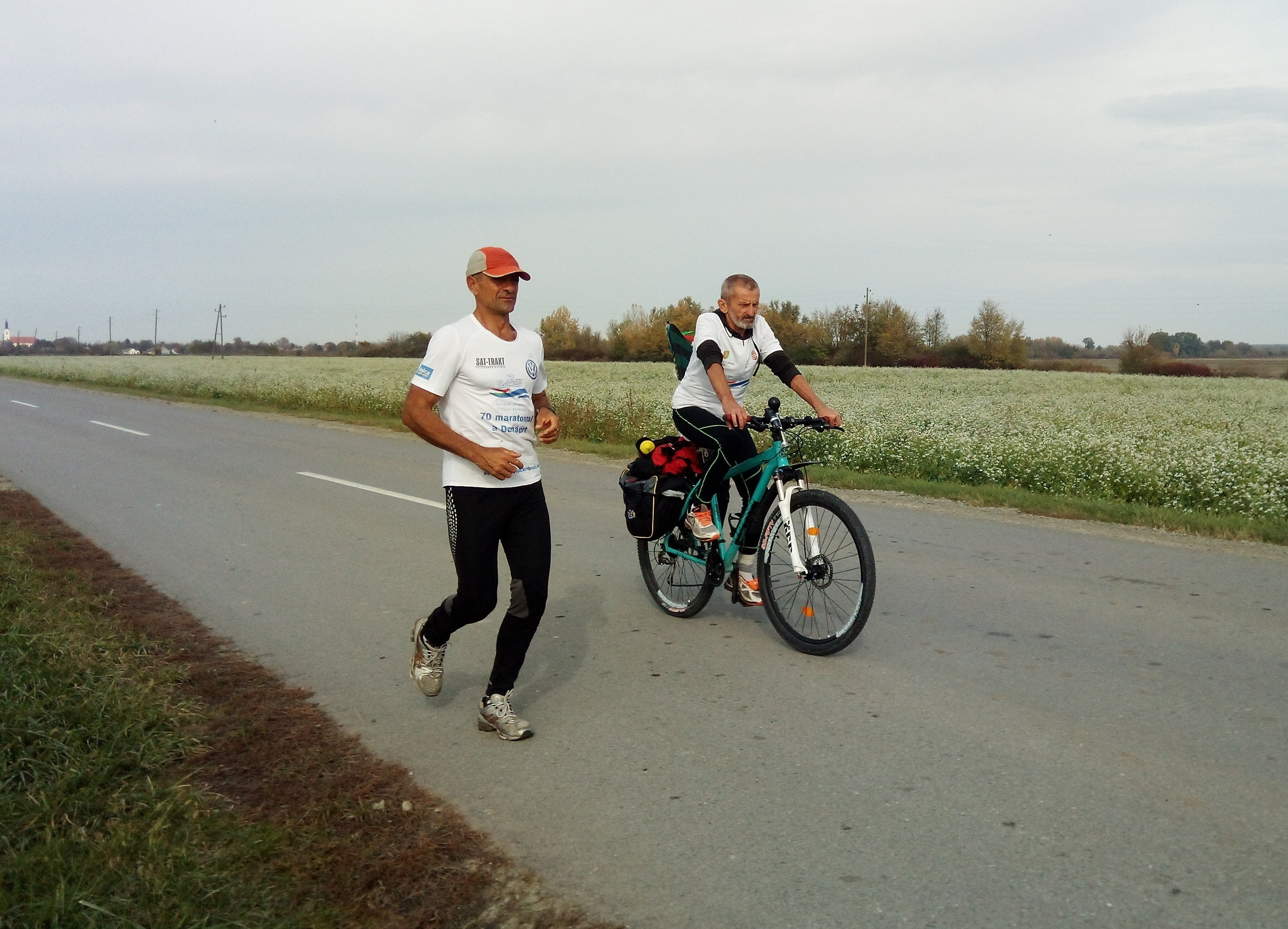 """""""70 maratonnal a Dunáért"""" Már 2000 km-t futott a Duna mentén Hidvégi-Üstös Pál"""