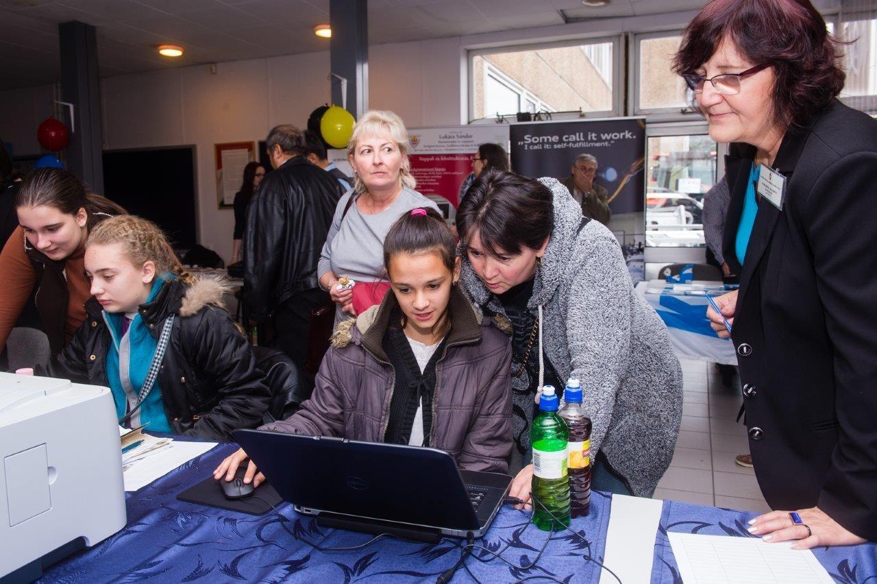 Nagy érdeklődés kísérte a pályaválasztási kiállítást Székesfehérváron