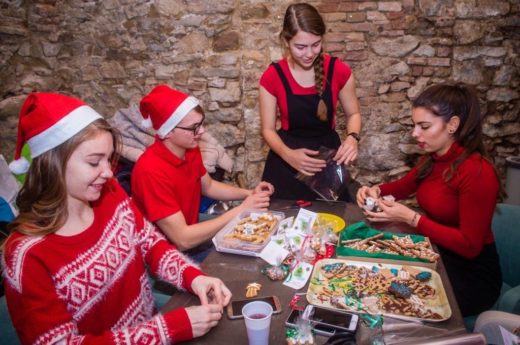 Fiatalok szerveztek hangulatos adventi programot a székesfehérvári Hiemer-házban