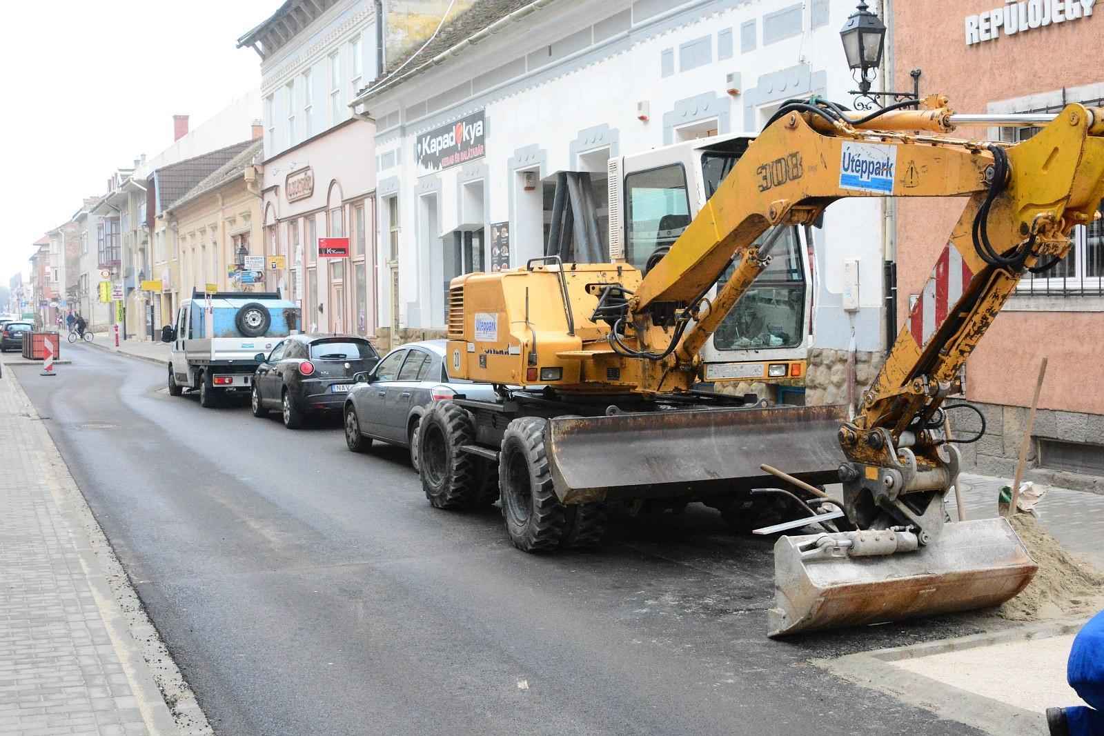 A közművekkel együtt 270 millió forintból újult meg a székesfehérvári Távírda utca