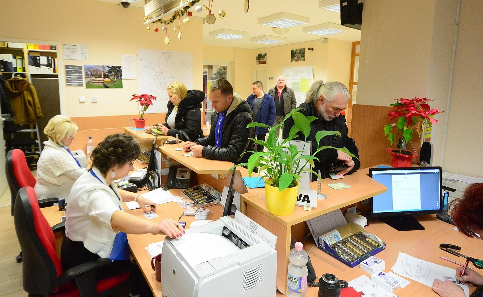 Január 15-től hosszabbított nyitva tartással vásárolhatnak parkolóbérletet a fehérváriak