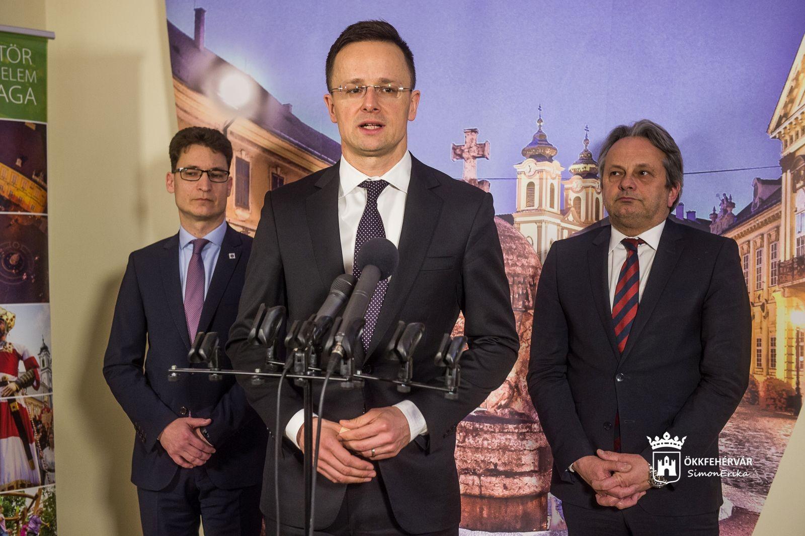 Fehérvári nagyvállalatok vezetőivel tárgyalt a külgazdasági és külügyminiszter