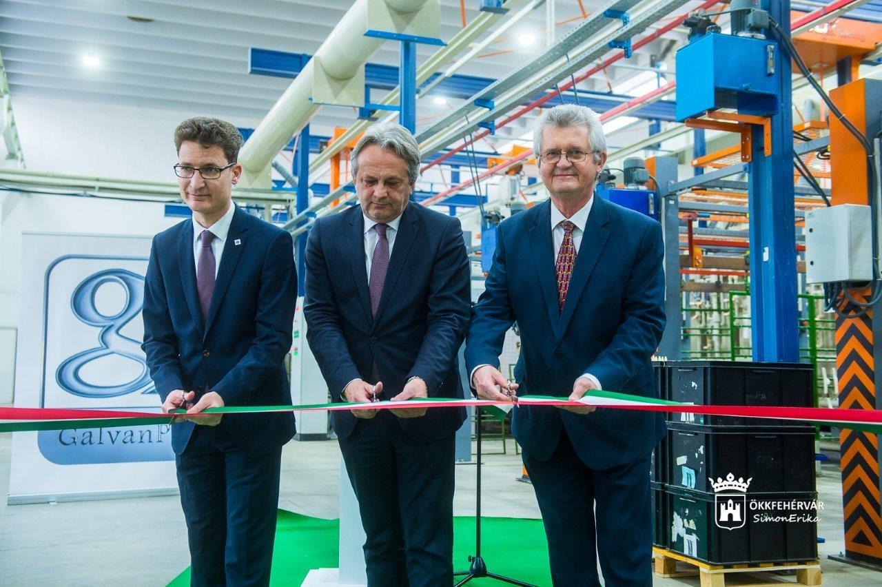 Műanyagipari beruházást adtak át Székesfehérváron