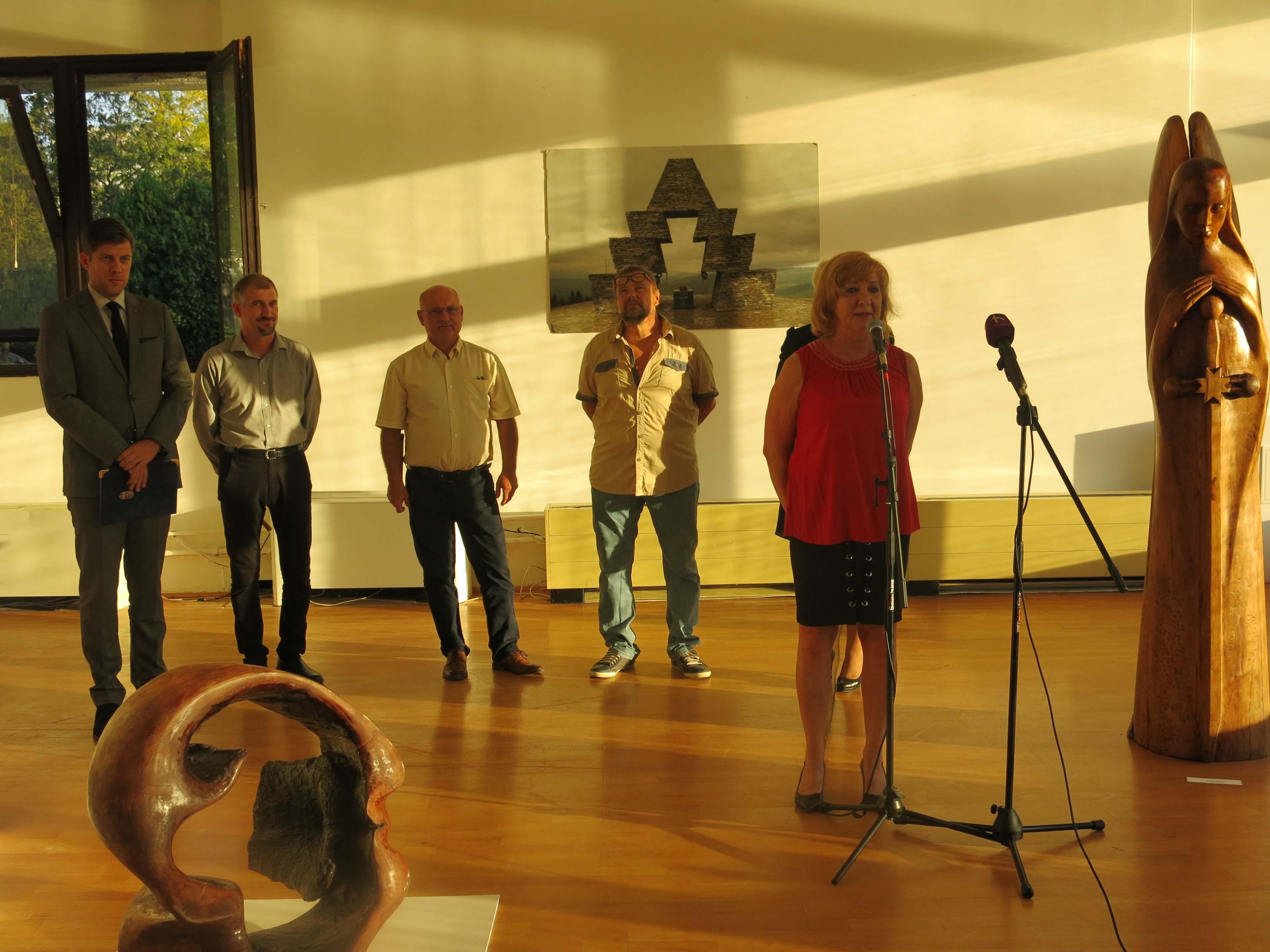 Matl Péter szobrászművész alkotásaiból nyílt kiállítás Székesfehérváron