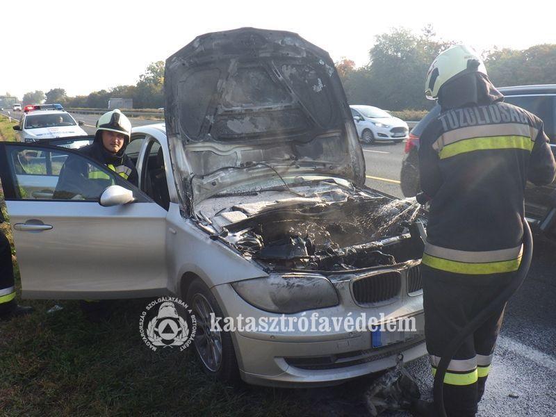 Autótűz az M7-esen Székesfehérvárnál