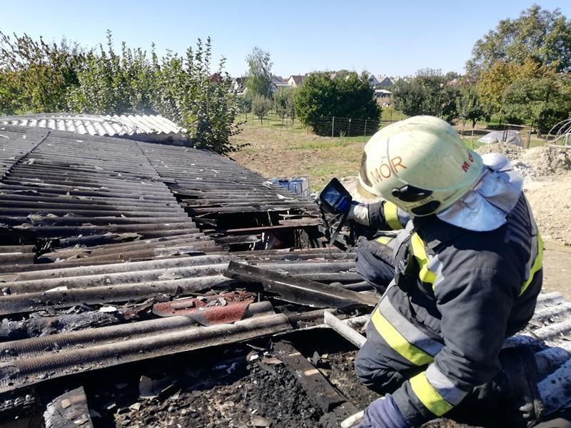 Tűzoltók előtt robbant fel a gázpalack Móron