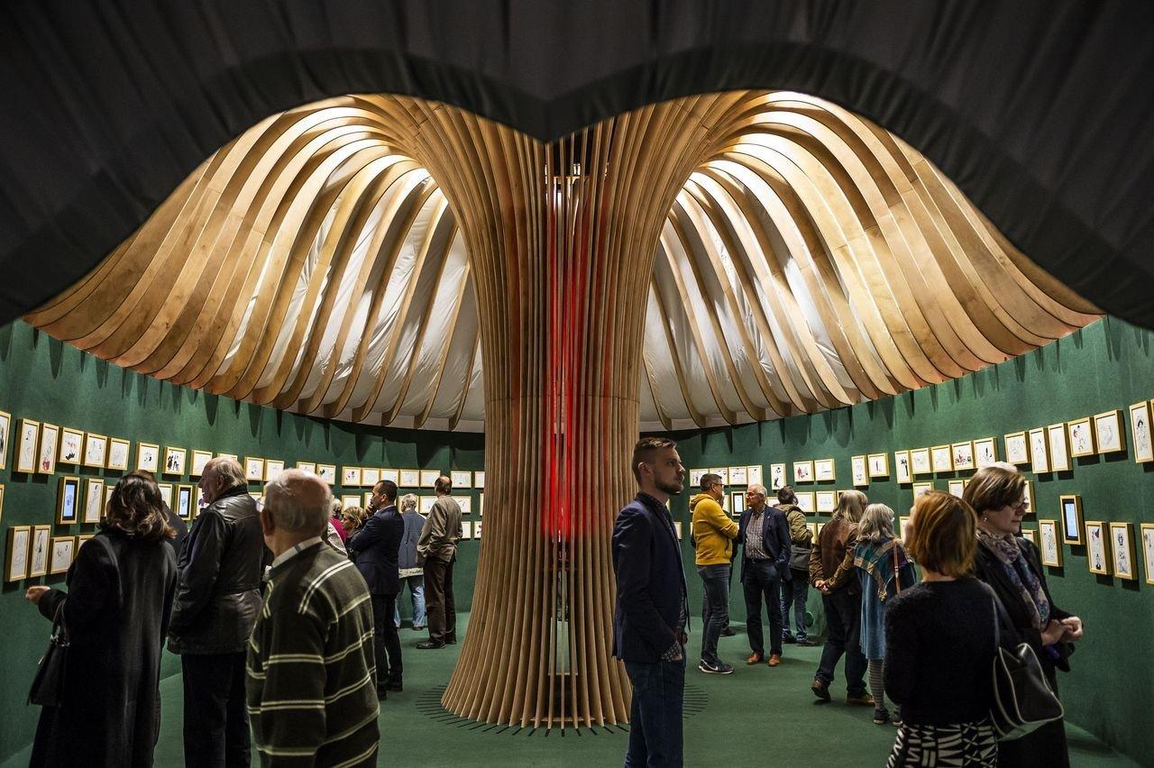 Trianon címmel nyílt kiállítás Jankovics Marcell munkáiból Székesfehérváron