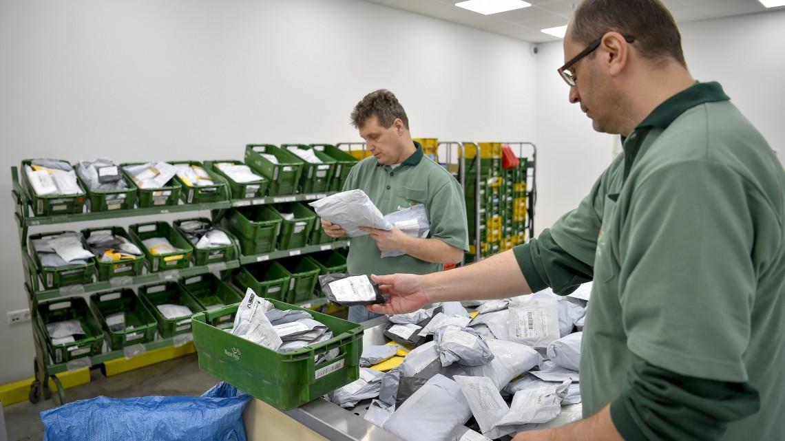 Javítja a versenyfeltételeket a postai küldemények adómentességének eltörlése