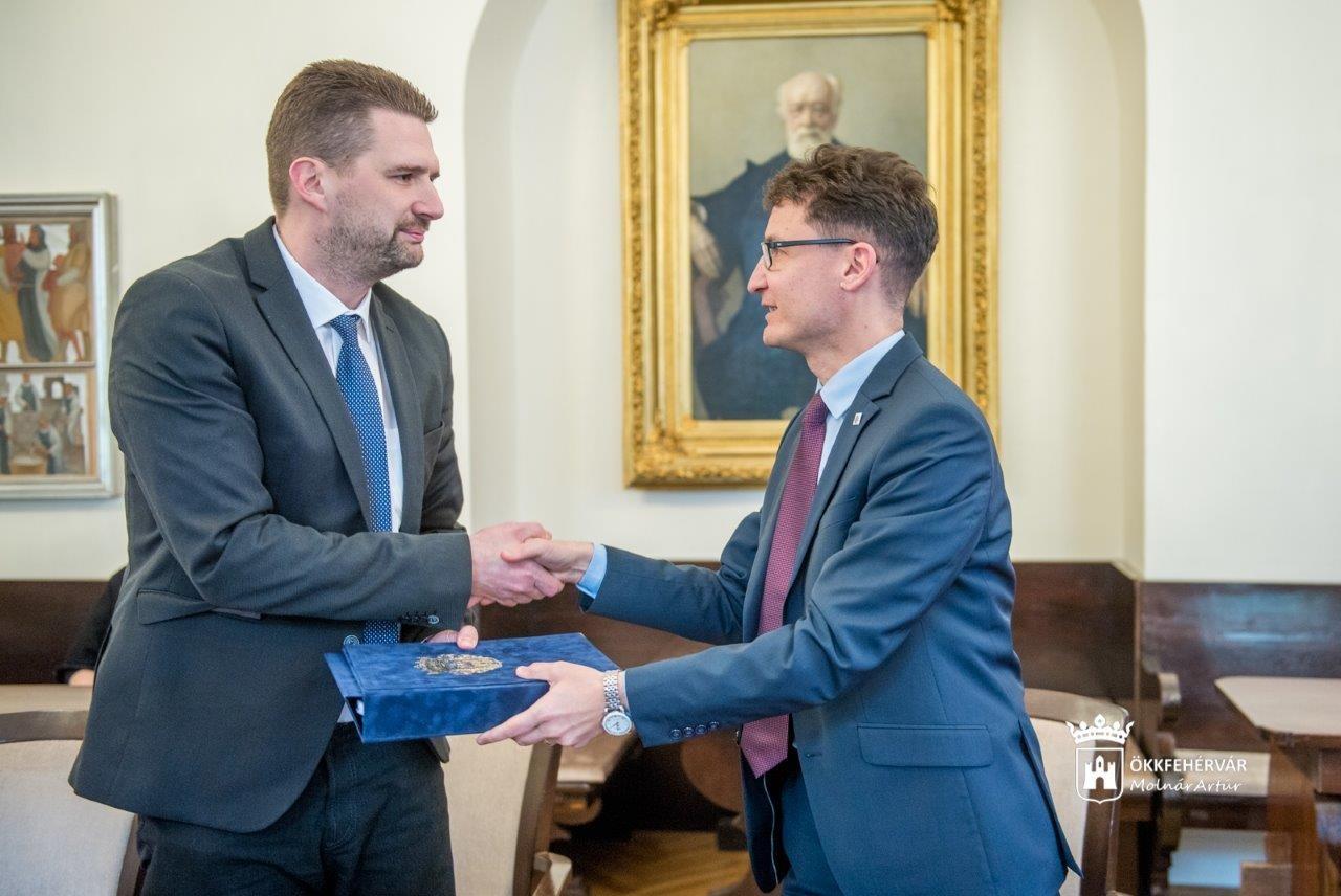 Milliárdos fejlesztések, stabil működés - benyújtották Székesfehérvár 2019-es költségvetését