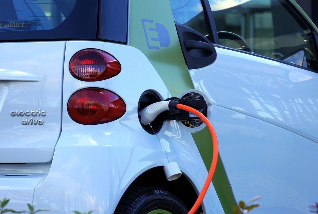 Újabb elektromos töltőket telepít a Nemzeti Közművek