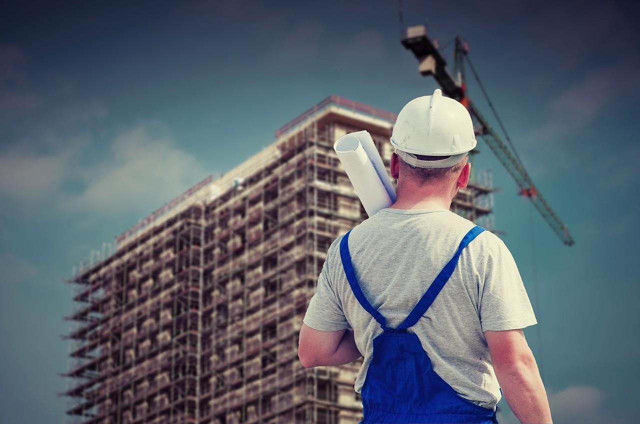 ÉVOSZ: az építőipari balesetek modernebb gépekkel, munkavédelmi képzésekkel előzhetők meg
