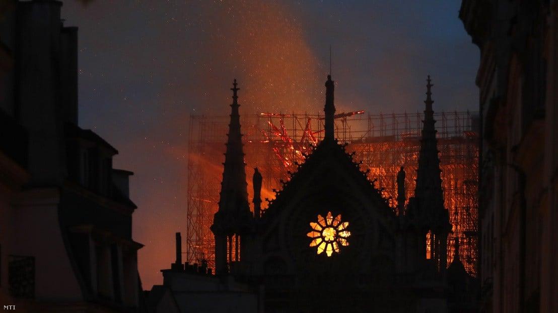 Notre-Dame - Székesfehérvár is tízezer eurót ajánl föl az újjáépítésre